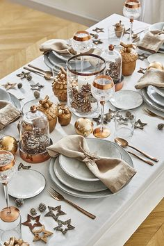 Nous on adore ! Merry Christmas And Happy New Year, Christmas Time, Xmas, Christmas Table Settings, Christmas Decorations, Table Decorations, Deco Table Noel, Small Tables, Food Festival