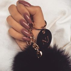 Nails did ✔️ Faux fur keychain pom by @neueblvd