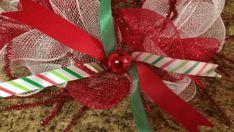 Centro de mesa navideño con malla decorativa - Dale Detalles Christmas Mesh Wreaths, Christmas Swags, Diy Christmas Ornaments, Christmas Gifts To Make, Dollar Store Christmas, Christmas Games, Etsy Wreaths, Deco Wreaths, Navidad Diy