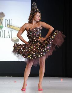 The Salon du Chocolat in Paris is the world's biggest fashion show dedicated to chocolate, bringing together fashion designers and chocolatiers from around the world. Chocolate Fashion, Chocolate Art, Chocolate Lovers, Big Fashion, Fashion Art, Fashion Show, Fashion Design, Together Fashion, Chocolate Sculptures