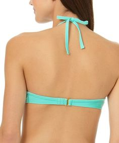 Lounge poolside in comfort thanks to this bikini top cut from a stretch blend. A sunny-day hue makes a splash.