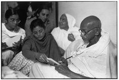 Delhi. Birla House. 1948. GANDHI, just before breaking his fast - Photo HCB