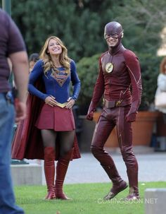 Flash, Supergirl crossover set photo!