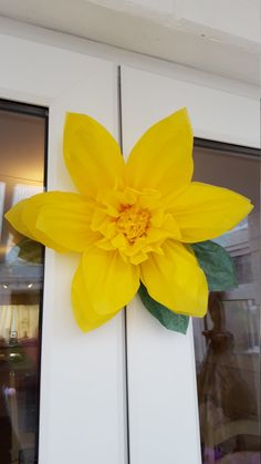 1x Medium 28cm Daffodil Tissue Paper Flower(pom-pom) Wedding/PartyCenterpiece