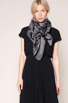 Foulard noir/bleu/beige imprimé rayures