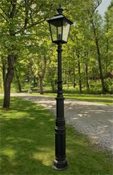 Utomhusbelysning/ Lyktstolpe Ljuså är en gedigen belysning för trädgård och park