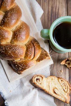 cinnamon roll challah recipe - perfect for holiday baking! #cinnamonroll #challah