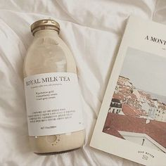 sunday june song of the day stay frosty royal milk tea by fall out boy. thinking about changing back to a yellow aesthetic. Cream Aesthetic, Brown Aesthetic, Aesthetic Colors, Aesthetic Food, Aesthetic Photo, Aesthetic Pictures, Royal Milk Tea, Feeds Instagram, Aesthetic Wallpapers