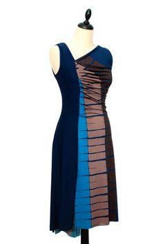 Superbe robe de tango asymétrique, froncée côté droit et légèrement évasée vers le bas, avec fentes sur la jambe droite, côté et derrière.  Robe très raffinée et parfaite pour la danse. Cette robe, conçue pour la souplesse des mouvements de danse, est idéale pour tango, danses de salon et loisirs, soirées, galas et sorties.  Tango Dress by IRYNA Créations. Made in France.  #robe #tango #argentin #dance #dress #latin