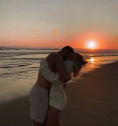 Cute Couples Photos, Cute Couple Pictures, Cute Couples Goals, Couple Photos, Teen Couples, Summer Couples, Romantic Pictures, Romantic Couples, Couple Goals Relationships