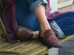Aurora shoe co. middle english.