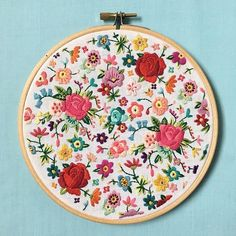 I've never really shown this hoop off before! I started it last summer on holiday and finished it a couple months ago. I have the urge to create a new one as I'm off on me holidays again on Saturday! Floral Embroidery Patterns, Hand Embroidery Tutorial, Hand Embroidery Stitches, Modern Embroidery, Embroidery Hoop Art, Crewel Embroidery, Hand Embroidery Designs, Cross Stitch Embroidery, Flower Embroidery