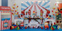 Mesa Principal do circo com balões e seus baloezinhos dentro, uma novidade! Créditos: Balão Cultura  www.boxbalao.com Circus Vintage, Fair Grounds, Retro, Fun, Travel, Index Cards, Pictures, Glamour, Voyage