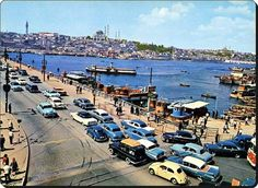 İstanbul LOOK @IstanLOOK  15 dk.15 dakika önce Galata Köprüsü (1960'lar)