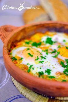 TBM - Tajine Bid et Maticha (oeufs à la tomate) - Foods Schmuck Damen Easy Healthy Recipes, Paleo Recipes, Easy Meals, Cooking Recipes, Slow Cooking, Ways To Cook Eggs, Arabic Food, World Recipes, Pasta