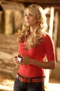 Laura Diane Vandervoort in Supergirl in Smallville Smallville, Clark Kent, Beautiful Celebrities, Beautiful Actresses, Hollywood Actresses, Actors & Actresses, Laura Vandervoort, Kristin Kreuk, Canadian Actresses