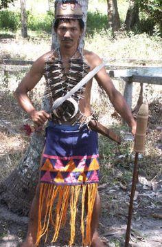 Mengenal 7 Rumpun Suku Dayak di Pulau Kalimantan