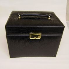 Women's vintage black fuex skin retro Jewelry Travel Case lock & key qualityitem