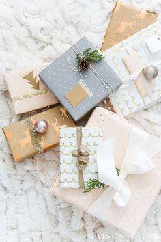 Looking for easy gift wrapping ideas? These simple ideas for holiday gift wrap will make your Christmas presents gorgeous in no time. #holidaygifts #giftwrapping #christmas