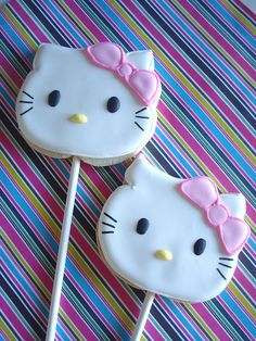 Royal Icing Cookies Recipe, Sugar Cookie Royal Icing, Iced Cookies, Cupcake Cookies, Cookies Et Biscuits, Yummy Cookies, Sugar Cookies, Torta Hello Kitty, Hello Kitty Cookies