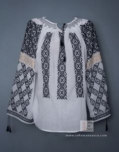 Discover recipes, home ideas, style inspiration and other ideas to try. Model Victoria, Videos Funny, Traditional Dresses, Teen Fashion, Cross Stitch Patterns, Visit Romania, Costumes, Embroidery, Clothes