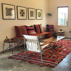 A visit to Garza Marfa's home! Home Living Room, Living Spaces, Texas Home Decor, Modern Interior, Interior Design, African Interior, Global Design, House Rooms, Interior Inspiration