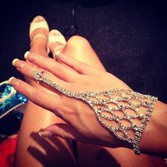 i want!! Hand jewellery