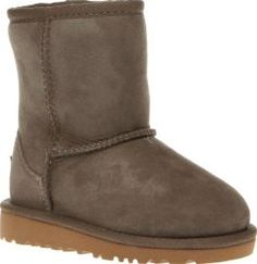 UGG australia Light Grey Classic Unisex Toddler The UGG Classic gets downsized for kids, whilst retaining its undeniable comfort. The miniature profile features a twinface sheepskin upper in light grey, joined with cosy UGGpure wool lining for adde http://www.comparestoreprices.co.uk/january-2017-8/ugg-australia-light-grey-classic-unisex-toddler.asp
