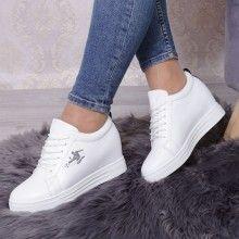 ADIDASI DAMA AKADIA WHITE Sneakers, Sport, Fashion, Organized Linen Closets, Laundry Closet, Tennis, Moda, Slippers, Deporte