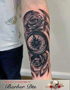 Compass Tattoos Imagens e Mapas Rose Tattoos, Black Tattoos, Body Art Tattoos, New Tattoos, Sleeve Tattoos, Tattoos For Guys, Bicep Tattoo, Forearm Tattoos, Tattoo Homme
