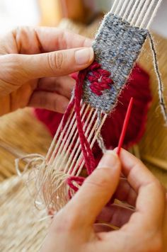 Come costruire e usare un telaio da tessitura Spiegazioni in Italiano