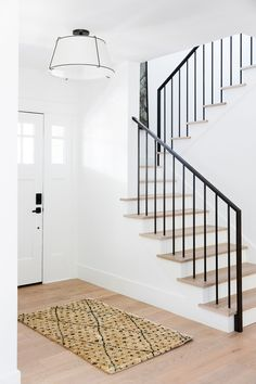 Mercer Island: Living Room + Entry Photo Tour Minimal Modern Home Tour in Mercer Island – Minimal Modern Entryway Living Room Modern Entryway, Modern Staircase, Staircase Design, Entryway Ideas, Modern Stair Railing, Iron Staircase, Entryway Lighting, Entrance Ideas, Stair Treads
