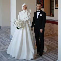 New photography wedding dress mariage ideas Hijabi Wedding, Wedding Hijab Styles, Muslimah Wedding Dress, Hijab Style Dress, Muslim Wedding Dresses, Wedding Gowns, Bridesmaid Dresses, Muslim Brides, Muslim Couples