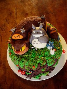 This totoro cake is very well made. Awesome!