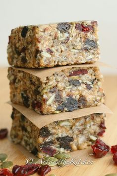 Fuel to Go Homemade Protein Bars - loaded with chia hemp pumpkin and sunflower seeds together with dried fruit. Fuel to Go Homemade Protein Bars - loaded with chia hemp pumpkin and sunflower seeds together with dried fruit. Paleo Protein Bars, Protein Bar Recipes, Healthy Bars, Healthy Treats, Snack Recipes, Homemade Protein Bars, Stay Healthy, Paleo Recipes, Homemade Breakfast Bars