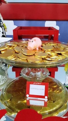 Ham's gold coins at a Toy Story birthday party! See more party ideas at CatchMyP. Jessie Toy Story, Fête Toy Story, Toy Story Baby, Toy Story Theme, Toy Story Food, Toy Story Crafts, 2 Birthday, Disney Birthday, 4th Birthday Parties