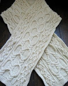 Free knitting Pattern: Yuliya Scarf by Dove Knits @ Af Cable Knitting, Knitting Stitches, Knitting Patterns Free, Knit Patterns, Free Knitting, Stitch Patterns, Free Pattern, Finger Knitting, Knitted Shawls