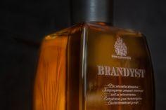WEINBRAND – DIE ESSENZ UND SEELE DES WEINES Wie Macht Man, Whiskey Bottle, Gentleman, Perfume Bottles, Lifestyle, Drinks, Barrel, Drinking, Beverages