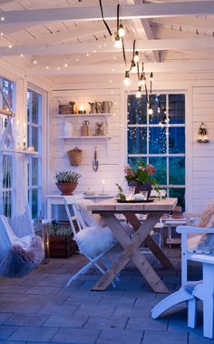 Tunnelmavalaistus ✨ Mysbelysning ✨ Cozy lighting in dark evenings Outside Living, Outdoor Living, Estilo Country, Backyard Retreat, My Dream Home, Outdoor Spaces, Sweet Home, New Homes, Home And Garden