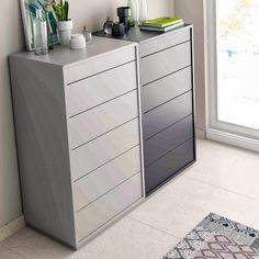 Idea: pon al lado dos cómodas combinando los colores de tu dormitorio. Cómodas de la colección Nuit.