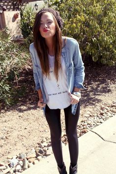 Perfect Fall Outfit: liquid leggings and chambray | Fall Outfit Ideas | Fall Fashion Tips | Fall Style | What to Wear for Fall | Easy Fall Fashion | Cold Weather Fashion || Katie Did What
