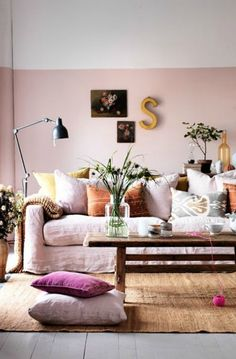 Brilliant home decor hacks to make your home look more expensive. Half painted walls will give the illusion of higher ceilings. Plenty more hacks here! Murs Roses, Half Painted Walls, Half Walls, Painted Ceilings, Deco Rose, Home Decor Hacks, Decor Ideas, Decorating Hacks, Room Ideas