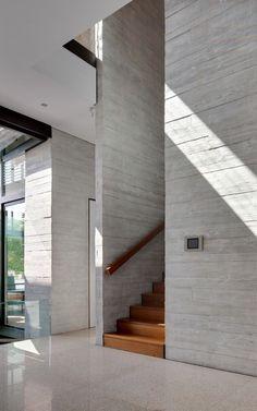 -House In Nishiochiai by Suppose Design Office Concrete Architecture, Architecture Details, Interior Architecture, Interior And Exterior, Suppose Design Office, Concrete Interiors, Concrete Houses, Concrete Walls, Concrete Texture