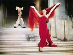 Nike Audrey in Funny Face. Love Le Louvre.