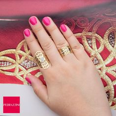 Anéis de ouro amarelo cortados a laser e cravados com diamantes em lapidação brilhante! <3 <3 <3 #pedrazzini #oodt