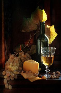 Explore amazing art and photography and share your own visual inspiration! Painting Still Life, Still Life Art, Still Life Photography, Art Photography, Family Photography, Art Du Vin, Fruit Painting, Black Painting, Still Life Photos