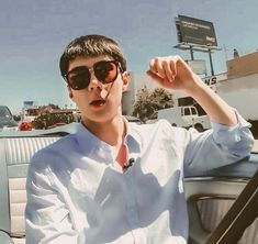 sehun driving a car is literally the hottest thing i've ever seen Kpop Exo, Exo Chanyeol, Sehun Cute, Celebrity Dads, Celebrity Style, Bts And Exo, Mark Wahlberg, Channing Tatum
