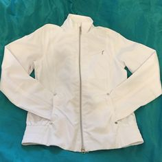 Callaway Jacket NWT Another cute white jacket with full zip and two middle pockets and one zippered pocket on left side chest. Has a mesh liner with rain material on outside. Great details size xsmall but does run big. Can fit up to a medium. Callaway Jackets & Coats