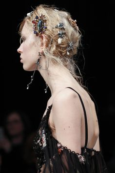 The 10 Top Accessory Trends of Fall 2016: Flair for Fashion - Alexander Mcqueen