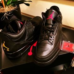 After all the thirst (and the times we took advantage of it), we finally see another fruit from the Drake x Air Jordan partnership. These will probably be in the same vein as the 'Stingray'…